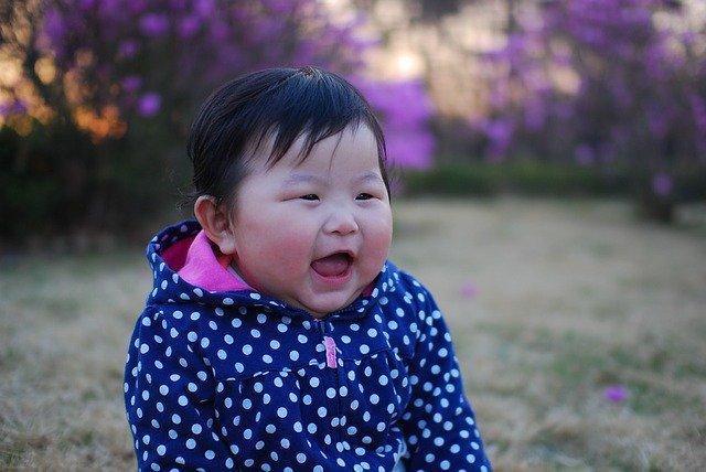 Bebés 0-2 años: El llanto y la sonrisa como sistemas de interacción social