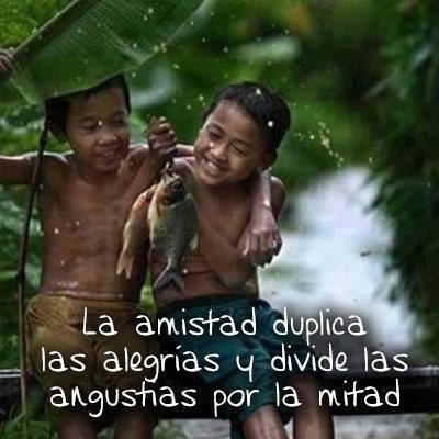 La amistad duplica las alegrías y divide las angustias por la mitad.