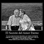 """El Secreto del Amor Eterno. Vi a una pareja de ancianos besandose y por simple curiosidad les pregunté, ¿Cuál era el secreto de tan duradero y tierno amor? y ellos me respondieron: ¡El Secreto está en el beso! """"Siempre besarla como si fuera la primera y última vez..."""""""