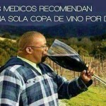 Los médicos recomiendan una sola copa de vino por día.