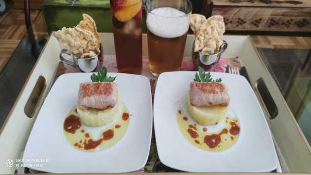 """Encerradito"" de lomo, chorizo y morcilla zamorana sobre patata majada con vinagreta de jugo tostado..."