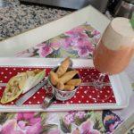 Capuchino de gazpacho de cerezas y ajoblanco de cacahuetes con barqueta de endivias, anacardos y nueces