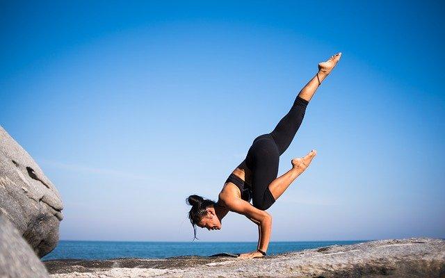 Mantente joven y en forma practicando Yoga